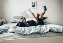 ljudi koji čitaju knjige