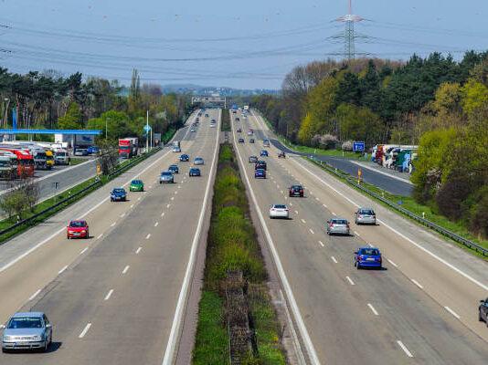 automobili-na-putu-autoputu