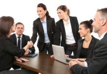 poslovni ljudi na sastanku